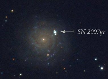 La galassia NGC 1058 e la supernova SN 2007 GR - si noti la luminosita della supernova rispetto al centro della galassia che la ospita