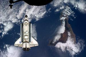 Atlantis nella missione STS 132 prima dell'aggancio alal ISS - Credits: NASA