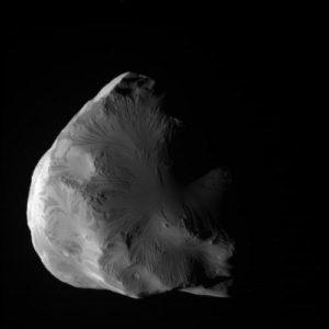 Helene una luna minore di Saturno ripresa dalla sonda Cassini - Credits: credits NASA-JPL Caltech-Space Science Institute