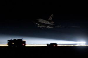 Il momento dellatterraggio dellEndeavour oggi 1 giugno 2011 - Credits: Ben Cooper/Spaceflight Now