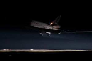 Il momento dell'atterraggio dell'Endeavour oggi 1° giugno 2011 - Credits: Ben Cooper/Spaceflight Now