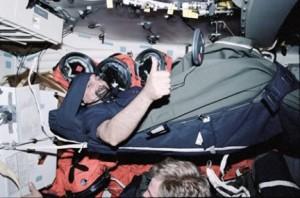 Il momento del sonno di Umberto Guidoni - Credits: NASA