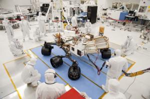 Rover Curiosity: ho scrlto questa foto per evidenziare le proporzioni di Curiosity. Il rover è infatti il più grande della sua categoria! - Credits: NASA/JPL