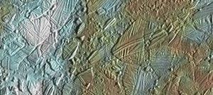 Una porzione della superficie di Europa - Credits: NASA