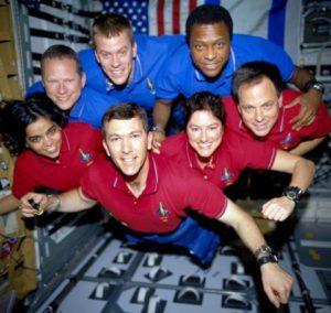 STS 107 L'equipaggio dello Space Shuttle Columbia ripreso in uno scatto durante la missione - Credits: NASA