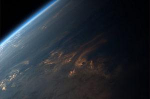 Foto di uno splendido tramonto visto dallo spazio - Credits: ESA/NASA