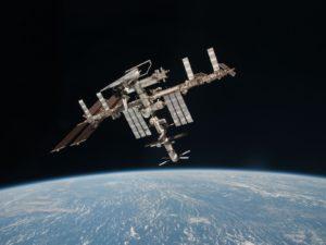 Foto di Paolo Nespoli alla ISS con lo Shuttle Endeavour agganciato - Credits: NASA/ESA