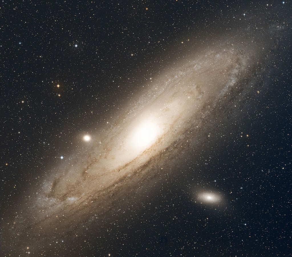 M 31 e M32 ovvero la galassia di Andromeda e la sua galassia satellite - Copyright degli aventi diritto