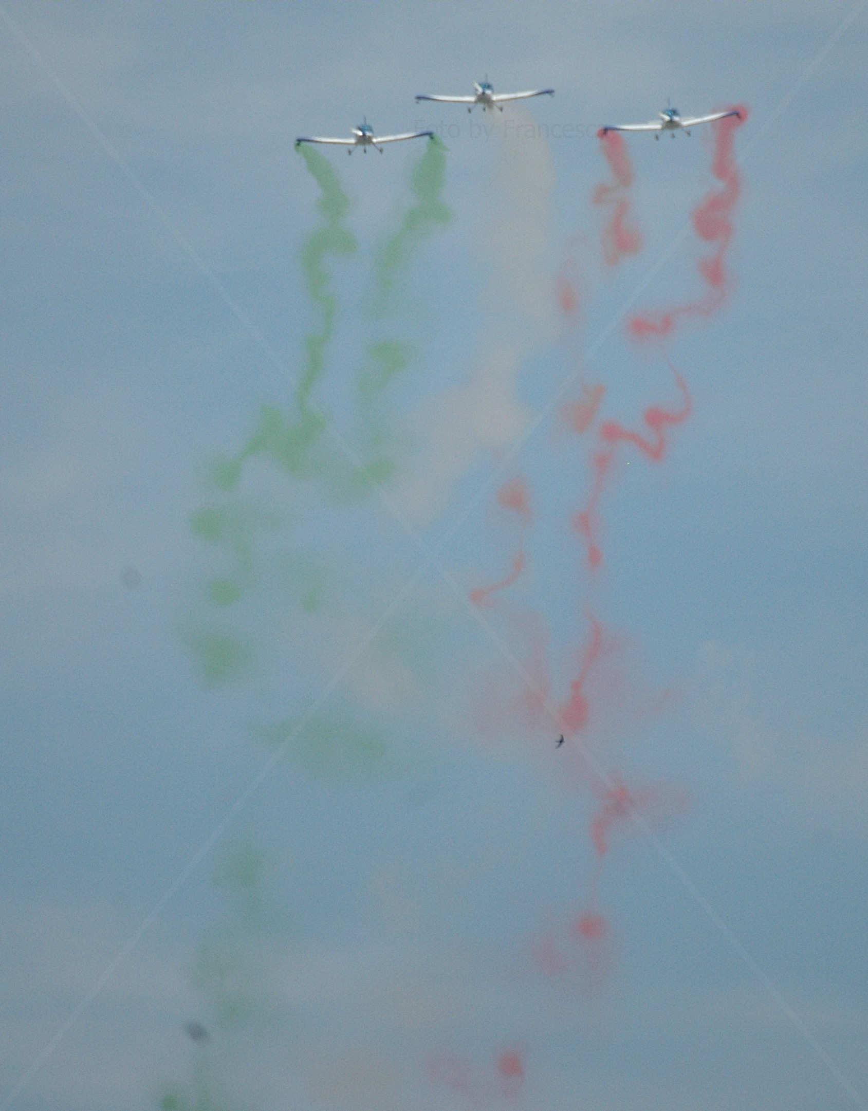 Il tricolore disegnato in cielo dal WeFly! Team