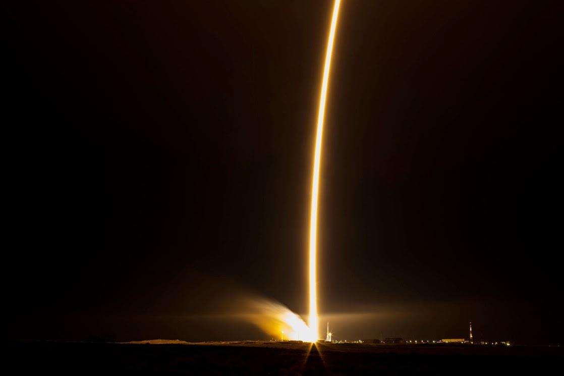 Soyuz TMA 15M liftoff: striscia luminosa - Credit: ESA/NASA