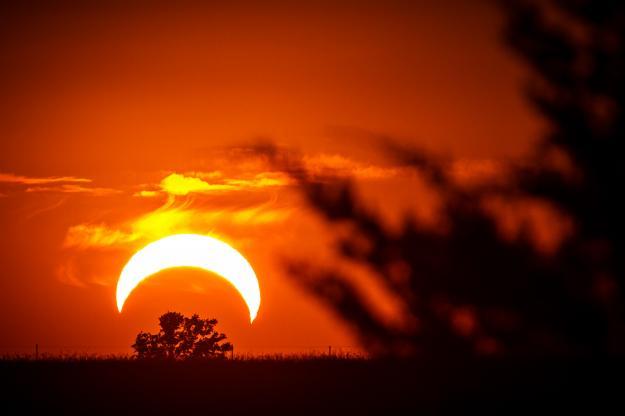 Eclissi di Sole fotografata da Elon Gane