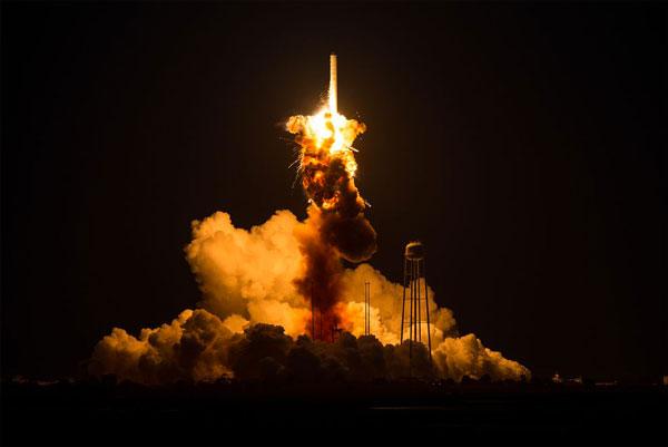 Il vettore Atlas esplode dopo solo 5 secondi dal lancio - Credits: NASA