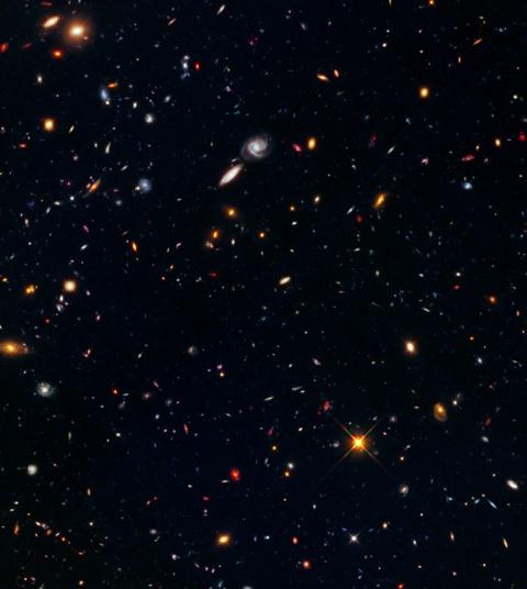 Immagine del campo parallelo a MACS J0416.1-2403 - Credits: NASA/ESA/Hubble