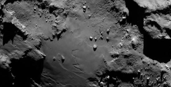 Superficie della cometa 67P - Credits: ESA