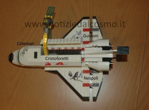 Il nostro Shuttle di Lego firmato dagli astronauti.